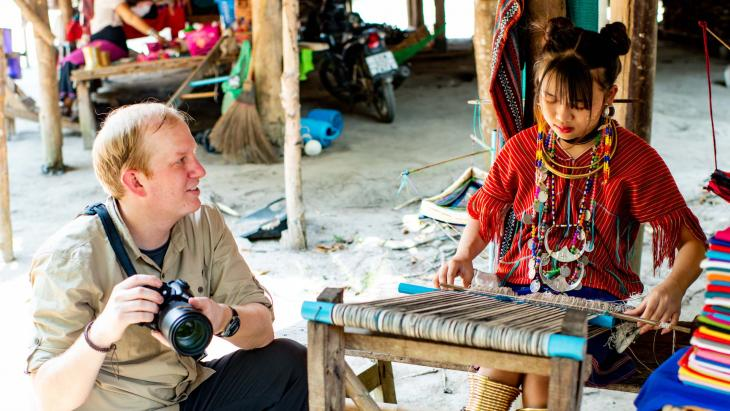 Elke week komen er wel toeristen naar het dorp van Chogzu in het noorden van Thailand.