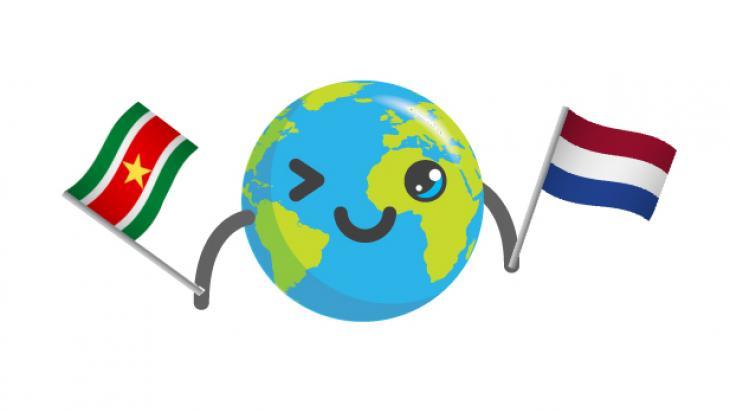 Globy met Nederlandse en Surinaamse vlag
