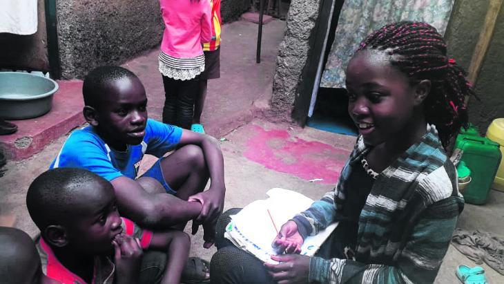 Het liefst koopt Mary uit Kenia elke dag de krant om die voor te lezen aan haar oma.