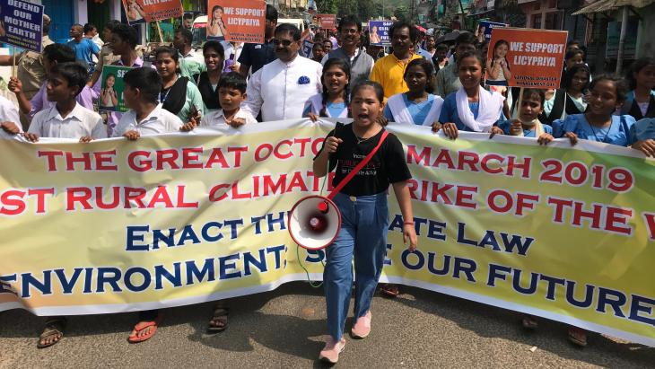 Licypriya leidt een grote klimaatmars in India.