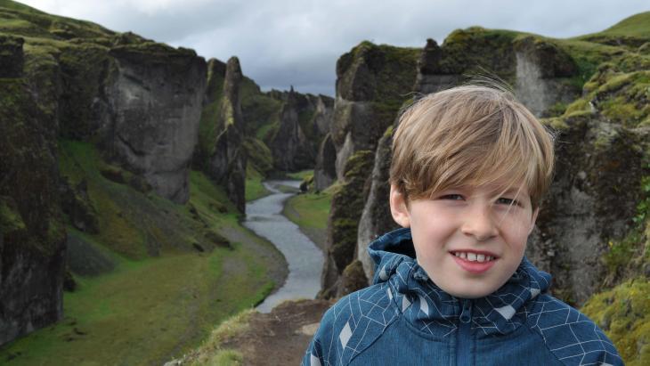 Sölvi woont op IJsland waar vaak aardbevingen en vulkaanuitbarstingen zijn.