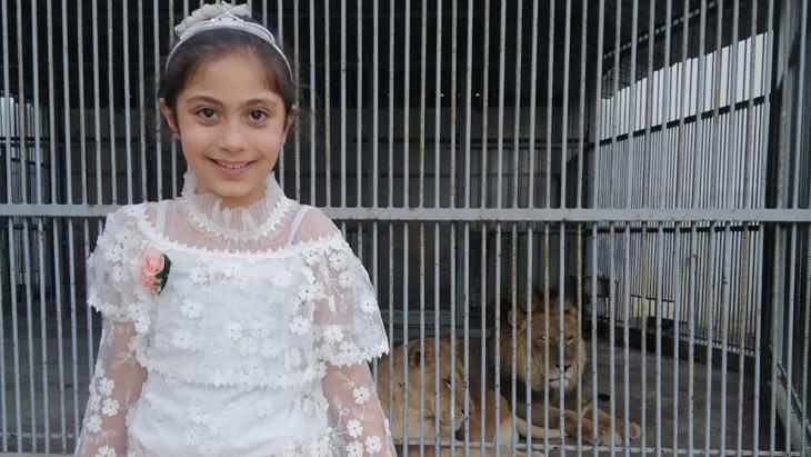 Hayat uit de Gazastrook logeert nu voor haar veiligheid in een schoolgebouw.