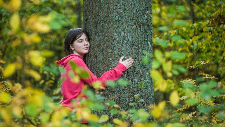 Marysia uit Polen is fan van de bomen in het oerbos.