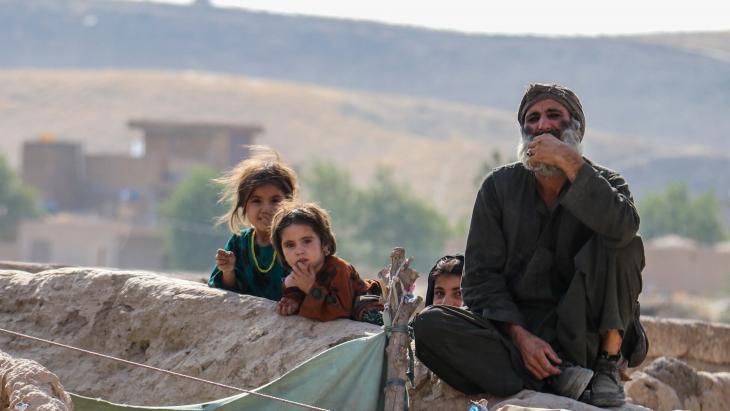 Deze familie is gevlucht voor de Taliban die Afghanistan veroveren.