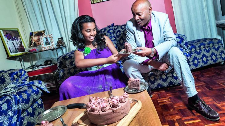 In Ethiopie bestaat Vaderdag nog niet zo lang. Hamrawi (13) kocht een chocoladetaart voor haar vader.