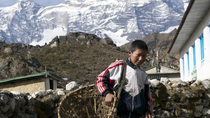 Passang woont in Khumjung, een dorpje in de buurt van de hoogste berg ter wereld: de Mount Everest.