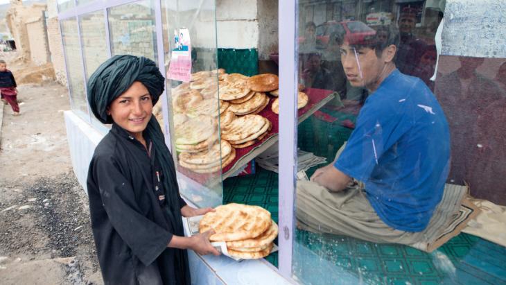 In het vluchtelingenkamp in Kabul heeft Noor niet altijd genoeg te eten.