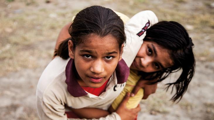 """""""Manju is de fanatiekste leerling van de worstelschool. Als ze 15 of 16 is kan ze misschien meedoen met belangrijke wedstrijden,"""" vertelt haar trainster."""