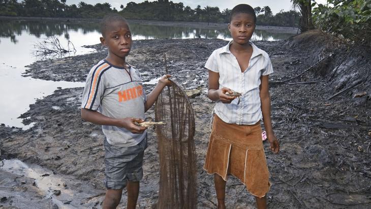 Nigeria_7_olievervuiling-e1407311581832