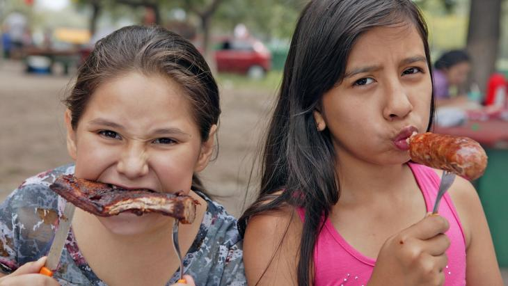 Abril en Micaela uit Argentinië zijn gek op vlees.