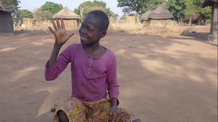 Dawa John (12) uit Zuid-Sudan is doof. Er is geen officiële dovenschool.