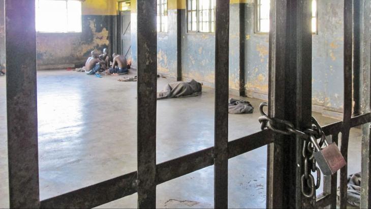 Deze kale cel is het 'Zwarte Huis', waar Omoi zes weken zat.