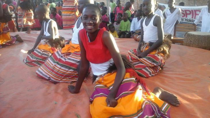Uganda_thuis_kleurihe-kleding