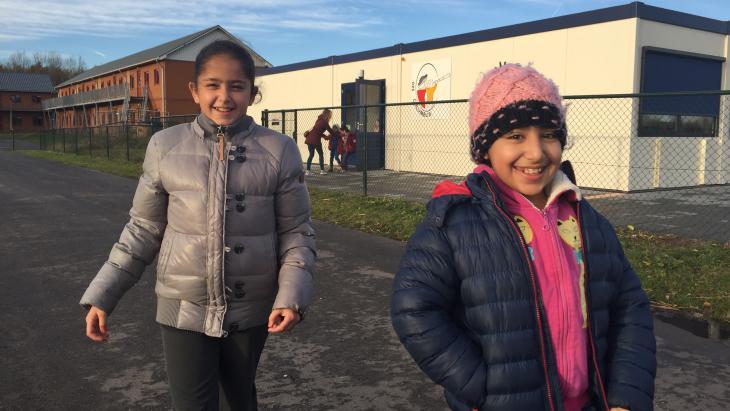 Malak en Link gaan naar school op het terrein van het azc in Zeewolde.