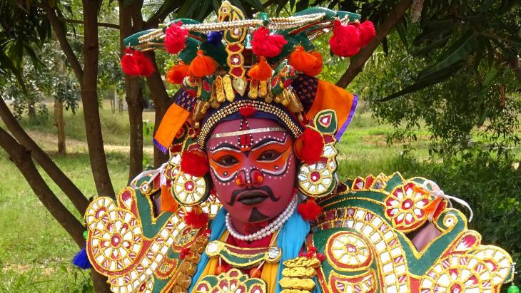 Srivanes in kostuum