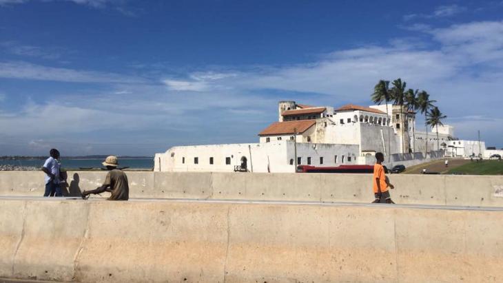 Fort Elmina ligt aan de kust van Ghana.