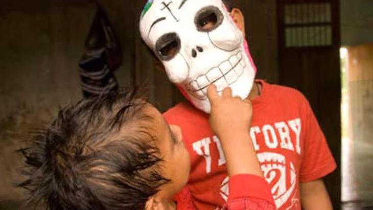 Edgardo met masker