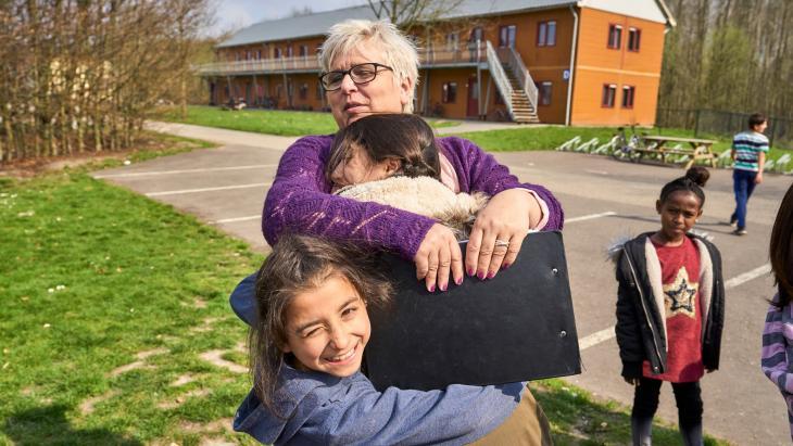 Tijdens de onzekere asielprocedure krijgen vluchtelingen steun van vrijwilligers.